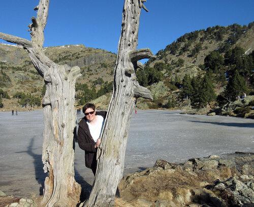 Devant le lac Achard gelé