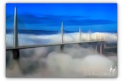Viaduc de Millau dans les nuages