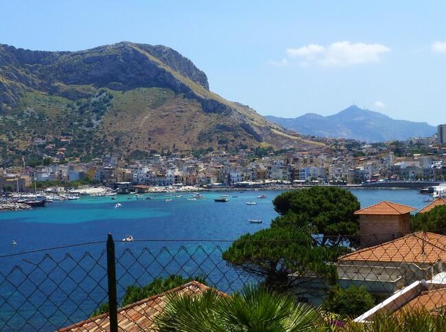- La Sicile... La voilà !!!