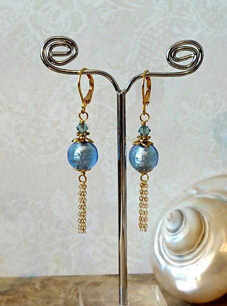 Boucles dormeuses longues verre de Murano authentique bleu incrusté de feuille d'argent / laiton doré