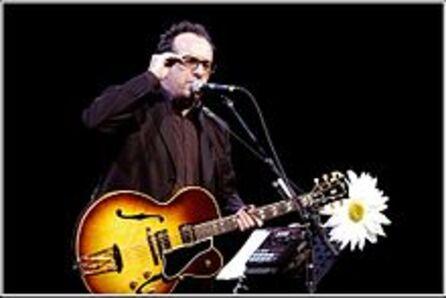 en concert - Elvis Costello(néDeclan Patrick MacManusle25 août 1954) est unauteur, compositeur, interprète anglaisd'origineirlandaise