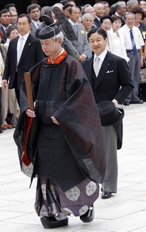 Naruhito du Japon aux commémorations du décès de l'empereur Meji