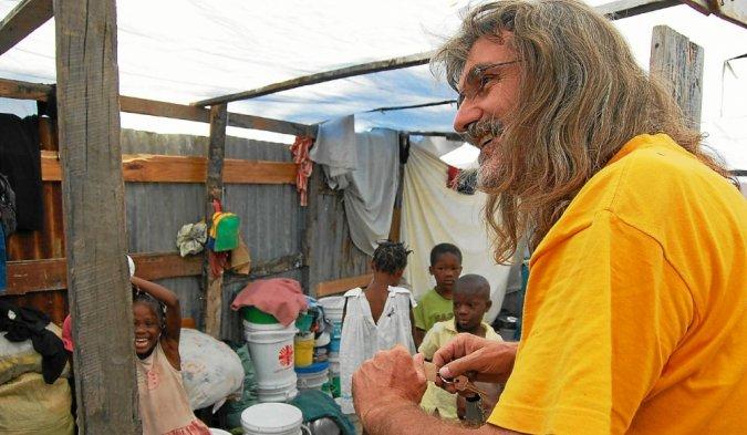 Le père Michel Briand, que nous avions rencontré en 2010 à Haïti.