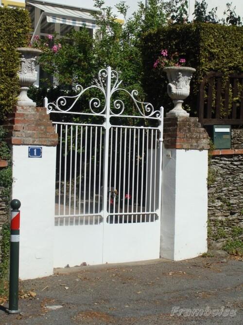 Pornic, les portails en fer forgé