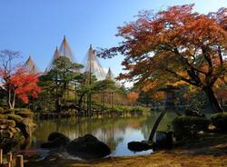 "Kenrokuen : 兼六園  ""jardin aux six aspects"""
