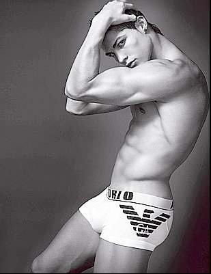 Bel homme en sous-vêtements