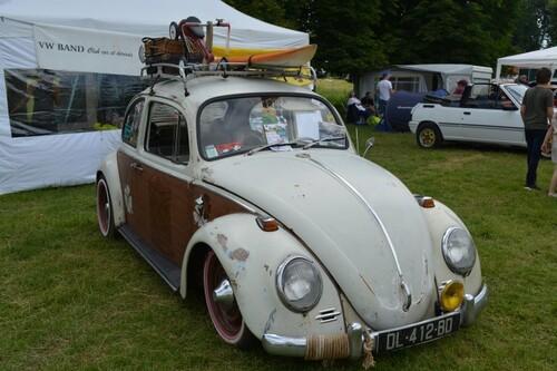 voitures anciennes et vide grenier
