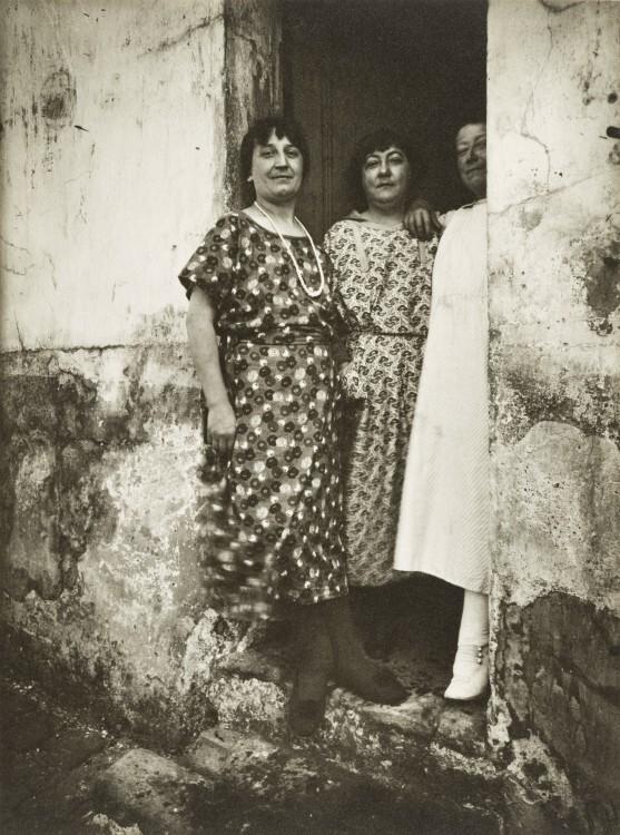 Atget Paris Rue Asselin 1924 557x750 Le Paris de 1900 par Atget