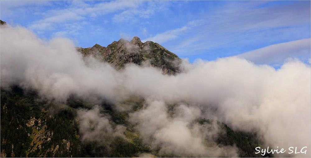 Le Mont Pourri dans les nuages