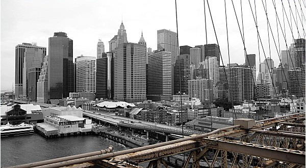 New York vu de Brooklyn Bridge N et marron