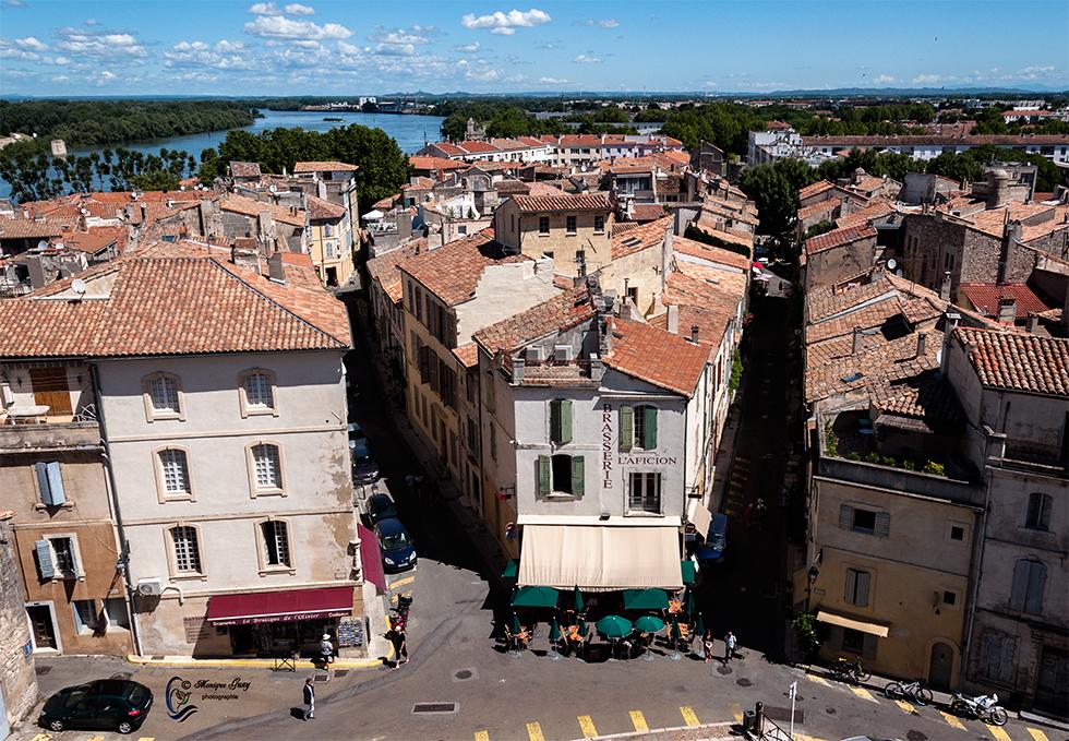 Vues sur Arles du dessus des arènes: deux photos
