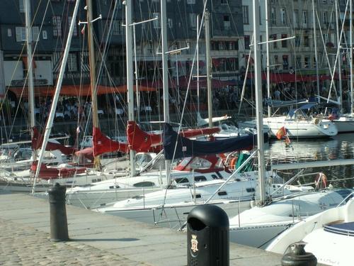 bateaux dans le port - JEU