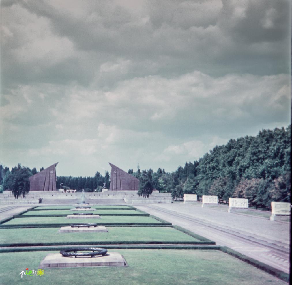 Berlin Est, Treptower park, août 1968.