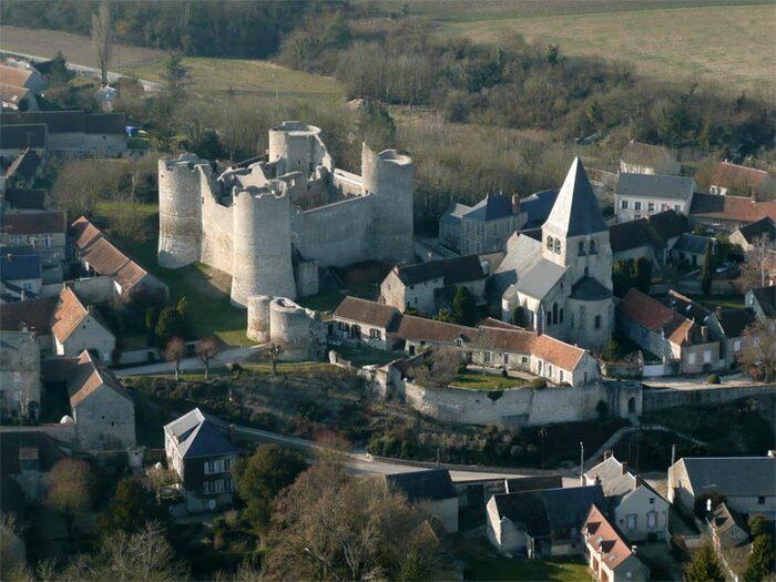 YEVRE-LE CHÂTEL (Loiret)
