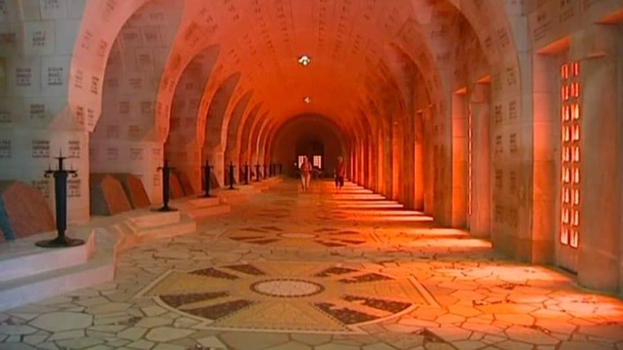 Dans l'ossuaire de Douaumont
