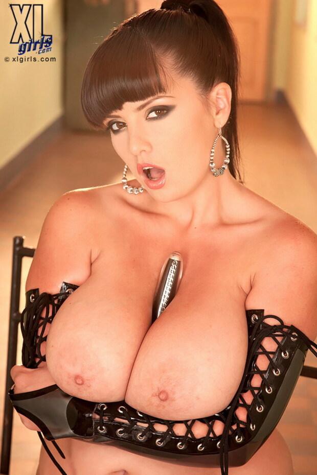 BigBoobs - Arianna Sinn - 3 -