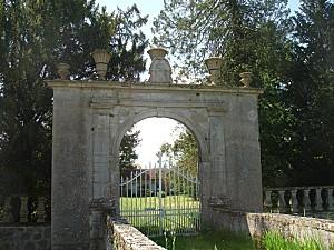 Thostes---Cote-d-Or---Le-portail-du-chateau.jpg