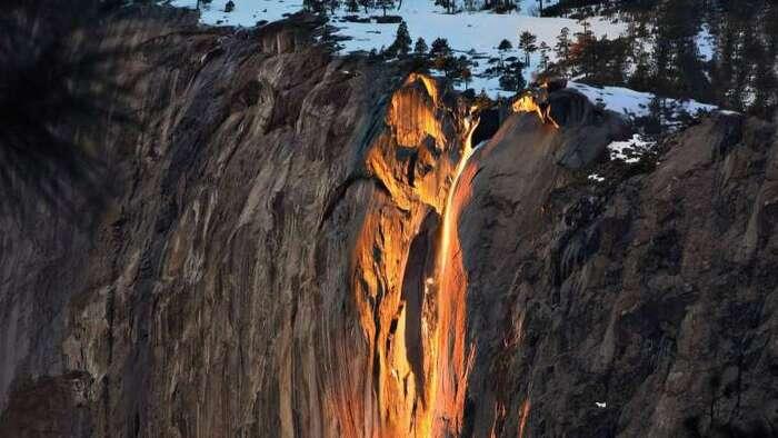 Une « cascade de feu » illumine le parc de Yosemite