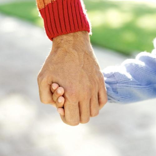 Prendre un enfant par la main - PPS Passion -