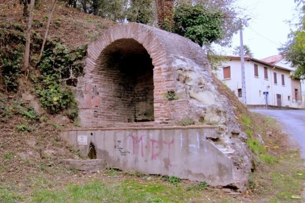 V22 - Vieille fontaine