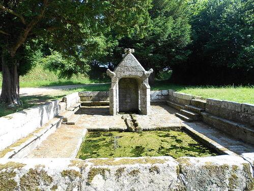 File:Fontaine Saint-Sylvestre de Plouzélambre - 1.JPG