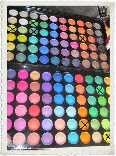 Mu flashy les filles jouent avec les couleurs