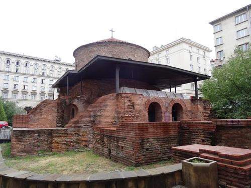 Sofia autour du palais préidentiel et de la rotonde Zaint Zeorzes (photos)