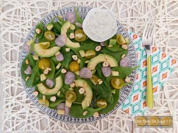 Salade d'épinards, avocat et noisettes
