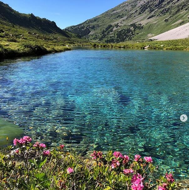 Lac de montagne au pays du Mont Blanc