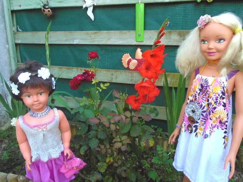 Martine et Sabine admirent les fleurs
