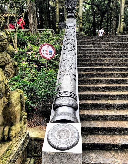 visite du temple d'or à Kuunming; le parc;