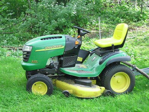 What Are the Advantages of Riding Lawn Mowers