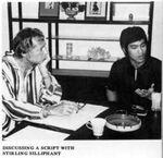 le scénariste Stirling Silliphant a écrit pour Bruce - Ici dans une entrevue pour la revue sur la Flûte Silencieuse.