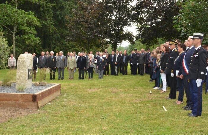 Trédion (56) : hommage au colonel  Arnaud Beltrame place du 19-Mars-1962