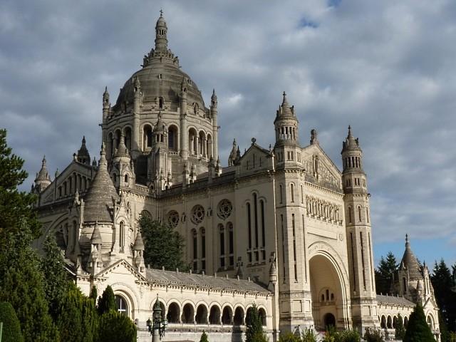 Crypte de la basilique de Lysieux 1 mp1357 2010