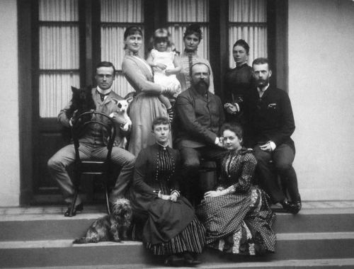 Ernst, Elisabeth, Victoria, Alix, Louis, Serge and two ladies in waiting ( the one sitting next to Victoria of Battenberg is Kitty Kozlyaninova/ Kitty Kozlyaninovoy-Strukovo).