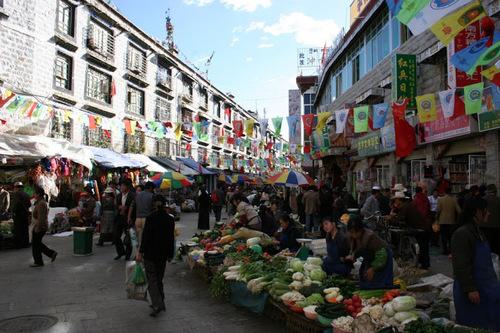 le marché aux légumes de Lhasa au Tibet;