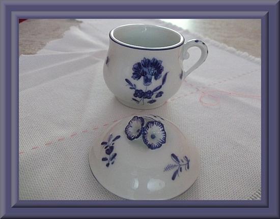 petit pot porcelaine de Chantilly2