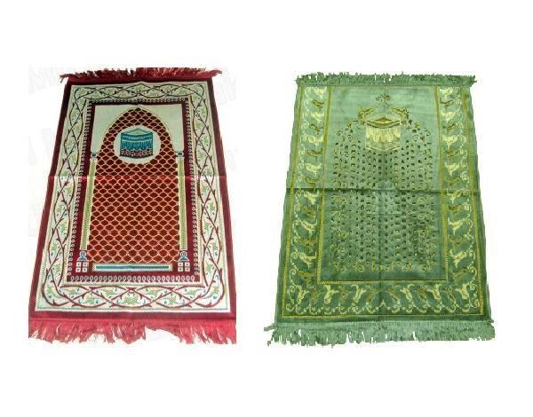 Tapis sur lesquels il y a des images de la kaaba