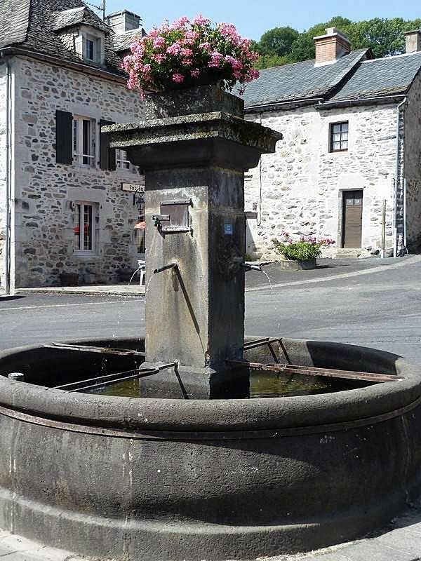 La fontaine - Saint-Étienne-de-Chomeil