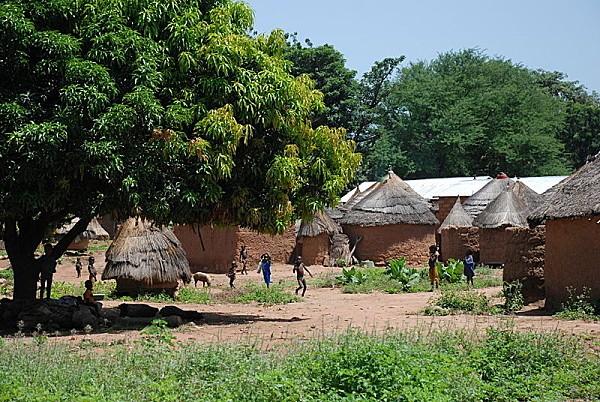 800px-Benin village atakora