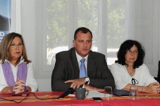 Clotilde Font (à gauche) quitte le groupe FN à la mairie de Perpignan.
