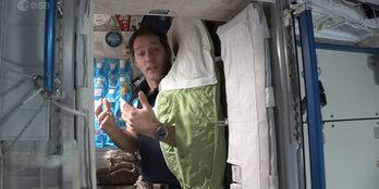 ... chose d'étrange dans la chambre de Thomas Pesquet à bord de l'ISS