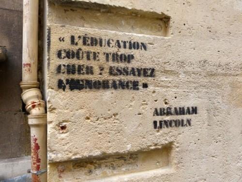message-efface-moi-e-ducation-street-art-90542.jpg