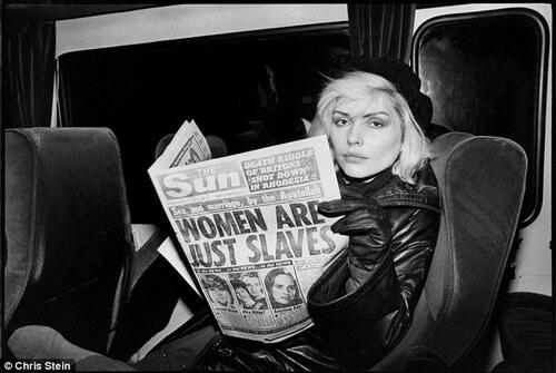 04 - Les dames et le journal, suite