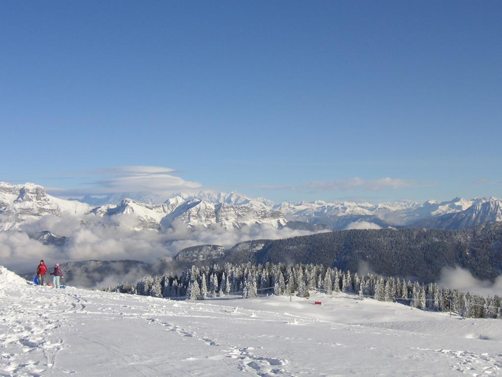 Vue de la chaîne des Alpes depuis le Semnoz