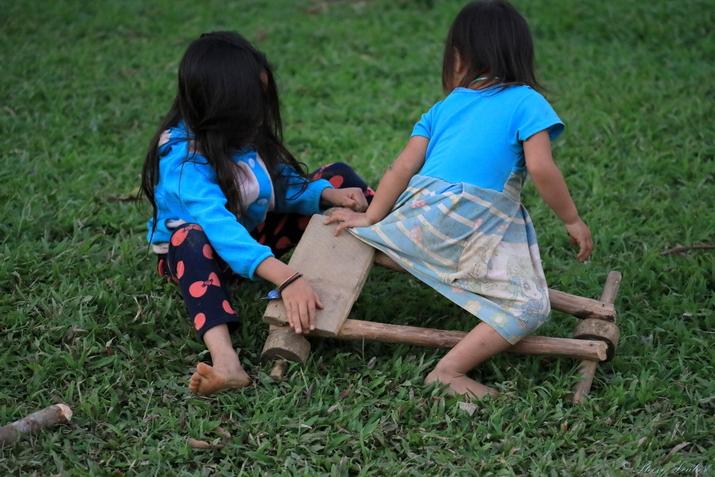 Rencontres avec les enfants des minorités du Nord Laos