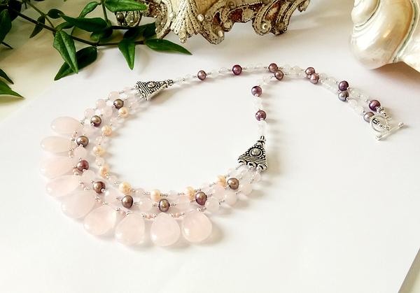Collier 3 rangs, pierre de quartz rose et perles de nacre / Argent 925