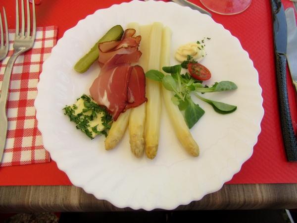 Un agréable repas à l'auberge de la Fontaine à Villiers sur Suize