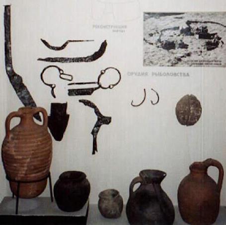 Artefacts extraits des fouilles de Sarkel, musée de l'Ermitage, Saint-Pétersbourg, Russie, B.R. Long, DR.